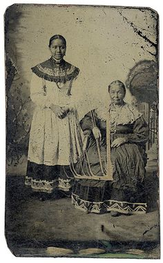 Historic Iroquois and Wabanaki Beadwork. – Circa 1860 tintype of two Seneca women in their traditional dress. Their collars are decorated with silver brooches. Native American Clothing, Native American Beauty, Native American Tribes, Native American History, American Fashion, Seneca Indians, Woodland Indians, Black Indians, Iroquois