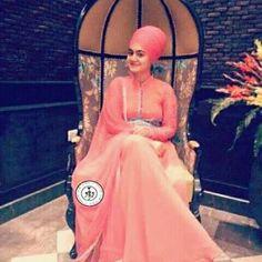 Guru Nanak Ji, Sikh Quotes, Punjabi Couple, Designer Punjabi Suits, Sikh Wedding, Every Girl, Crowns, Girl Fashion, Scarves