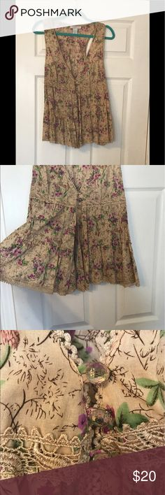 Gorgeous NWT Charlotte Russe-tan & floral tank-XL Gorgeous NWT Charlotte Russe-tan & floral tank-XL Charlotte Russe Tops Tank Tops