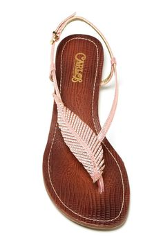 Feather sandal for the effortless beauty look.
