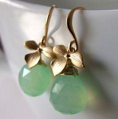 Ohrringe: Goldene Blüten - lindgrün