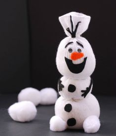 Do you want to build a snowman? {olaf sock snowman tutorial from onecreativemommy. Sock Snowman Craft, Sock Crafts, Snowman Crafts, Disney Diy, Winter Crafts For Kids, Diy For Kids, Kids Crafts, Olaf Frozen, Frozen Snowman
