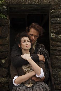 New/Old Still from Outlander Season 1 with Jamie Fraser (Sam Heughan) and Claire Fraser (Caitriona Balfe) Jamie Fraser, Claire Fraser, Jamie And Claire, Sam Heughan Outlander, Outlander Book Series, Outlander 3, Outlander Wedding, Outlander Quotes, Sam Heughan Caitriona Balfe