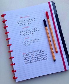 Alfabeto em diversos tipos de letra + dica ✨ Bullet Journal Monthly Log, Journal Fonts, Bullet Journal Notes, Bullet Journal Writing, Bullet Journal School, Bullet Journal Ideas Pages, Bullet Journal Inspiration, Journaling, Pretty Handwriting
