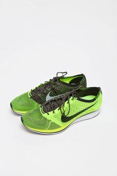d4239297a8b4 Nike Flyknit Racer Volt