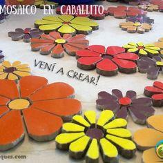 Mosaic Pots, Mosaic Garden, Garden Art, Sculpture Art, Sculptures, Cartoon Sun, Mosaic Flowers, Mosaic Projects, Flora