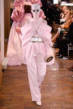 Balmain Spring Summer 2019 Haute Couture fashion show at Paris Couture Week (January Haute Couture Paris, Couture Week, Haute Couture Style, Spring Couture, Dolly Fashion, Vogue Fashion, Fashion News, Runway Fashion, High Fashion