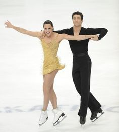 Tessa Virtue and Scott Moir silver medal in ice dance at the 2011 World Figure Skating Championships in Moscow, Russia. Roller Derby, Roller Skating, Ice Skating, Virtue And Moir, Tessa Virtue Scott Moir, Ice Dance Dresses, Tessa And Scott, Gym Leotards, World Figure Skating Championships