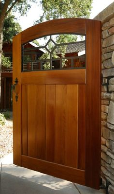Add the perfect touch to your garden with this beautiful Craftsman Mission Diamond Side Yard Wood Gate from Pacific Gate Works.