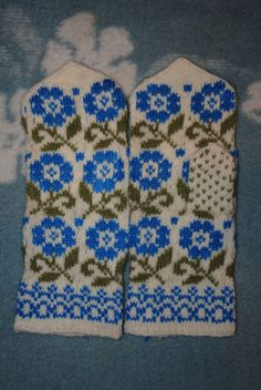 Items similar to Beautiful mittens on Etsy Fair Isle Knitting, Loom Knitting, Knitting Stitches, Knitting Socks, Hand Knitting, Knitting Patterns, Mittens Pattern, Knit Mittens, Knitted Gloves