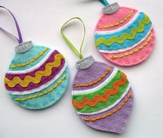 Soap Deli News: DIY Christmas Tree Ornaments You Can Craft - 15 Ideas for Handmade Ornaments for the Holidays Diy Felt Christmas Tree, Felt Christmas Decorations, Christmas Sewing, Handmade Christmas, Christmas Tree Ornaments, Vintage Christmas, Angel Ornaments, Xmas Baubles, Christmas Buttons