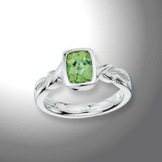 Peridot+Ring+-+A+beautiful+Sterling+Silver+8x6+mm+Faceted+Peridot+Ring.