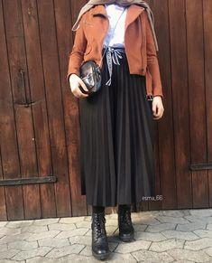 Winter brand new hijab styles – Just Trendy Girls - Season Outfits Hijab Casual, Stylish Hijab, Hijab Chic, Women's Casual, Modern Hijab Fashion, Street Hijab Fashion, Muslim Fashion, Modest Fashion, Look Fashion
