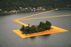 Christo maakt wandelen over water mogelijk
