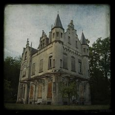 chateau db by silent witnesses, via Flickr