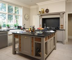 cooker surround, cabinet colours, and handles