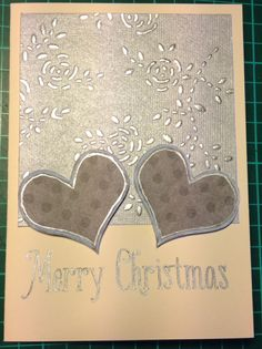 Håndlavet papir i sølv-tema er blevet til en række kort.