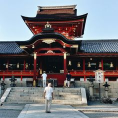 These red stairs can only be used by the Japanese Imperial family.