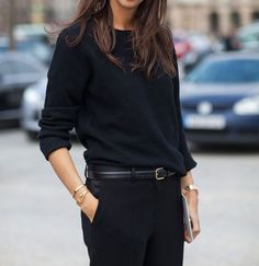 Simple black outfit chic