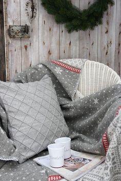 stylish-christmas-decor-ideas-in-all-shades-of-grey-23.