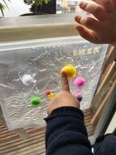 50 activités Montessori et DIY à faire avec bébé PARTIE 2 - Happy Chantilly Printable Activities For Kids, Montessori Activities, Infant Activities, Fall Crafts For Toddlers, Toddler Crafts, Diy For Kids, Easy Halloween Crafts, Graduation Diy, Baby Play