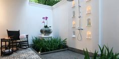 137 Pillars House: outdoor showers.