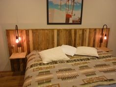Pallet Bed Headboard With Lights / Tête De Lit En Palettes Et Appliques: This pallet bed headboard measures x and depth, and it is made entirely of recycled pallets. I selected Pallet Bed Frames, Wood Pallet Beds, Diy Pallet Bed, Wood Pallet Furniture, Diy Pallet Projects, Pallet Ideas, Pallet Shelves, Furniture Ideas, Pallet Boards