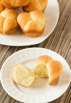 A simple recipe for Cloverleaf Dinner Rolls - the perfect addition to any meal!