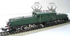 """Il """"Coccodrillo"""" (art. 3015), storico modello """"simbolo"""" della Märklin Il modello è realizzato sul prototipo della locomotiva per treni merci Serie Ce 6/8 III delle Ferrovie Federali Svizzere (SBB/CFF/FFS), detta appunto, per colore e forme, """"Coccodrillo""""; è ancora oggi in produzione, in versione aggiornata (art.39563"""