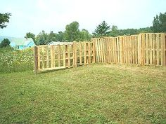Fence from recycled wooden pallets