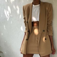 Wearing all beige is really trend this season. That's why I want to show you some beige outfit ideas, so you can get inspired from them. Trend Fashion, Look Fashion, Winter Fashion, Womens Fashion, Holiday Fashion, Ladies Fashion, Holiday Style, Fashion Ideas, Fashion Spring