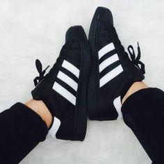 best service 751c6 a9ff2 adidas negros hermosos Más Adidas Negros, Zapatos Nike, Calzado Nike,  Zapatos De Moda