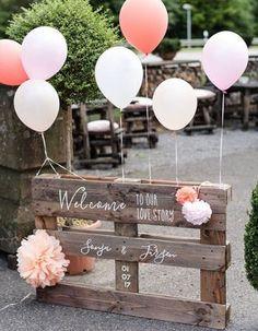 Recycler une palette en panneau informatif pour la cérémonie de mariage