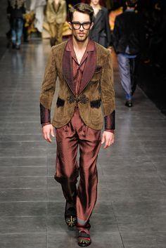 Dolce & Gabbana Fall 2012 Menswear Fashion Show Mens Fashion Week, Fashion Show, Fashion Trends, Men's Fashion, Rock Fashion, Milan Fashion, High Fashion, Smoking Jacket, Dolce And Gabbana Man