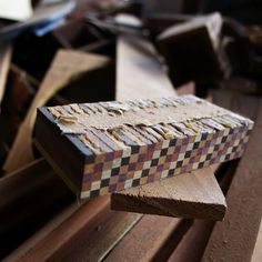 Trozos de madera piezas de un algo desconocido el enigma que habita en los resquicios de la mente del artesano. Madera que es nada y todo a la vez #Venezuela #ElNacionalWeb #Lara #Quibor #Artesano #madera #igersven #igersvenezuela #instahub #instagood #instacool #instamood #wood #handcraft #picoftheday