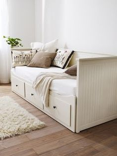 Ikea Hemnes Day Bed I REALLY want this, drawers for storage and the side pulls out to form a sleepover/guest bed! Ikea Hemnes Daybed, Hemnes Day Bed, Ikea Beds, Cama Ikea, Deco Studio, Guest Room Office, Guest Rooms, Small Bedroom Office, Ikea Small Bedroom