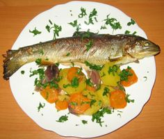 Pastrav cu legume Fish Recipes, Chicken, Meat, Food, Meal, Eten, Hoods, Meals, Buffalo Chicken
