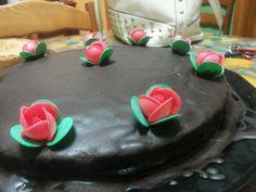 Torta di compleanno  cioccolato e ricotta con glassa al cioccolato fondente.