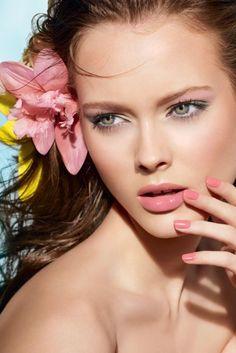 makeup and nail color