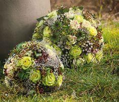 Six Ingenious Florist Ideas from Opiflor Sacred Garden, Unique Flower Arrangements, Grave Decorations, Memorial Flowers, Cemetery Flowers, Christmas Flowers, Funeral Flowers, Nature Decor, Floral Bouquets