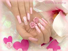 #rosa #girly #nails #nailart Ihr mögt es mädchenhaft wie unsere Kollegin Josy? Dann könnt Ihr dieses Design nacharbeiten: LAVENIE Grundiergel (Art.-Nr.: 8182), LAVENIE Fiberglas-Gel klar (Art.-Nr.: 8191). LAVENIE Farbgel pastell-pink Glimmer (Art.-Nr.: 9334), Kreativ Malfarbe weiß (Art.-Nr.: 3152), Illusion Glitter V Pastell-apricot (Art.-Nr.: 7094) und die Swarovski Strasssteine Light Rose (Art.-Nr.: 7682). Zum Versiegeln LAVENIE  Glossy-Versiegelungsgel (Art.-Nr.: 9822).