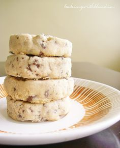 Omg someone make these for me. Baking with Blondie : Peanut Butter Chocolate Chip Shortbread Cookies