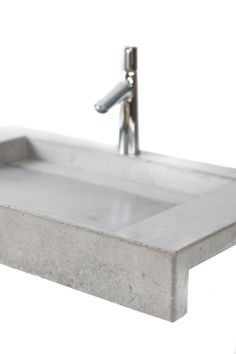 CLASSIC – Washbasin especially for the lovers of natural concrete, comes with a hidden drain (metal on request) and produced in custom sizes.  Size: L:80cm W:45cm H:12cm