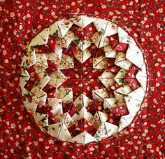 Somerset block (folded star) from Quilting, Patchwork and Applique by Eleanor Van Zandt, 1986 Quilting Tutorials, Quilting Projects, Quilting Designs, Sewing Projects, Quilting Tips, Quilted Christmas Ornaments, Christmas Sewing, Christmas Crafts, Xmas