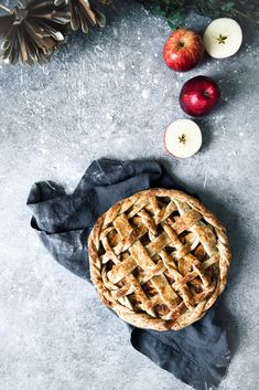Salted Maple Caramel Apple Pie Theres nothing better than homemade Apple Pie. Except maybe Salted Maple Caramel Apple Pie. Homemade Apple Pies, Apple Pie Recipes, Tart Recipes, Sweet Recipes, Baking Recipes, Salted Caramel Apple Pie, Caramel Apples, Caramel Pie, Salted Caramels