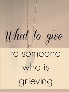 Tons of ideas for what to do when someone who is grieving. I never seem to know the right things to do when someone has had a death in the family or lost a close friend. Knowing the right kind of gift can be helpful Losing A Parent, Losing A Baby, Losing A Loved One, Losing A Child, Grieving Gifts, Grieving Friend, Grieving Mother, Funeral Gifts, Funeral Ideas