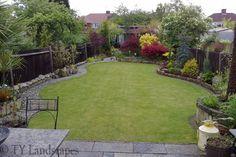 Kicsi kert, csodásan beültetve. Színek és formák játéka!