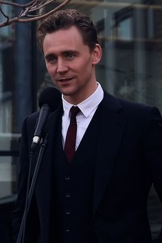 Tom Hiddleston opens Dragon School Xmas Sale, 15 Dec (2012). Source: http://rakirakiraki.tumblr.com/post/38005024700/went-to-oxford-todayv