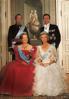 "King Juan Carlos of Spain & Prince Henrik of Denmark behind Queen Margrethe of Denmark & Queen Sofía of Spain / ""Mis fotos de la insuperable Reina Doña Sofía....Fotos de otros tiempos de la Familia Real. PARTE II"" ~  Tema en 'Cotilleando sobre la Monarquía Española' iniciado por CARMELO, 21 Abril 2011."