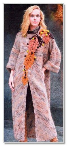 Вязание спицами. Длинное пальто из мохера секционного крашения, с декором из листьев. Размер 44/48